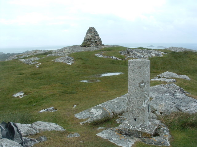 Trig point and cairn Dun I
