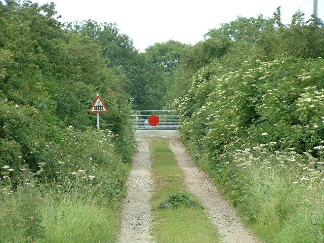 East Cowick, Railway Crossing