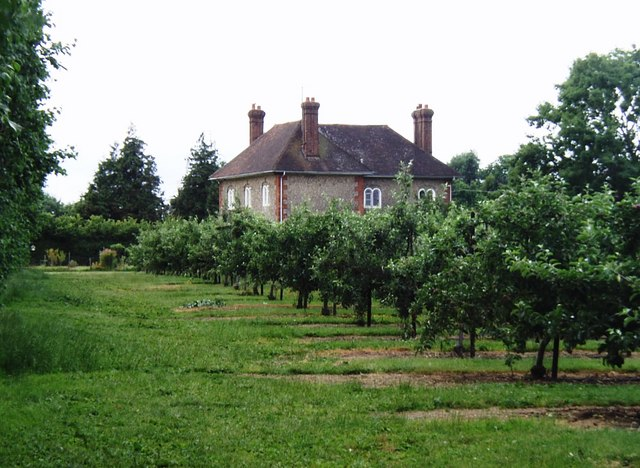 Orchards and farmhouse near Pluckley