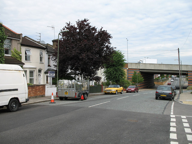 Long Lane and A406 - 2006