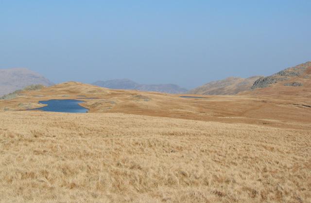 Llyn y Gaseg-fraith and plateau below Y Foel Goch