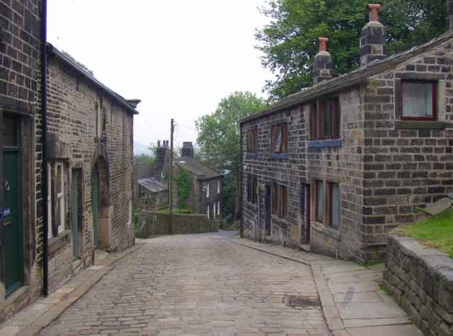 The bottom end of Towngate, Heptonstall