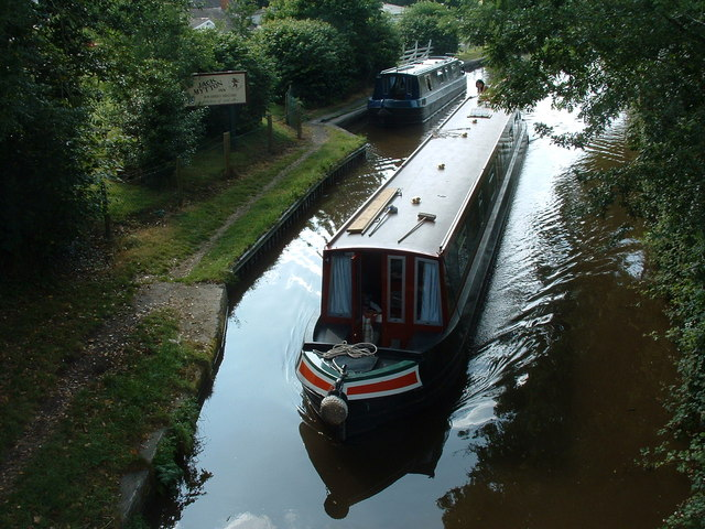 Canal boat at Hindford