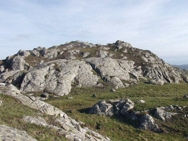 Un-named crags at 685877