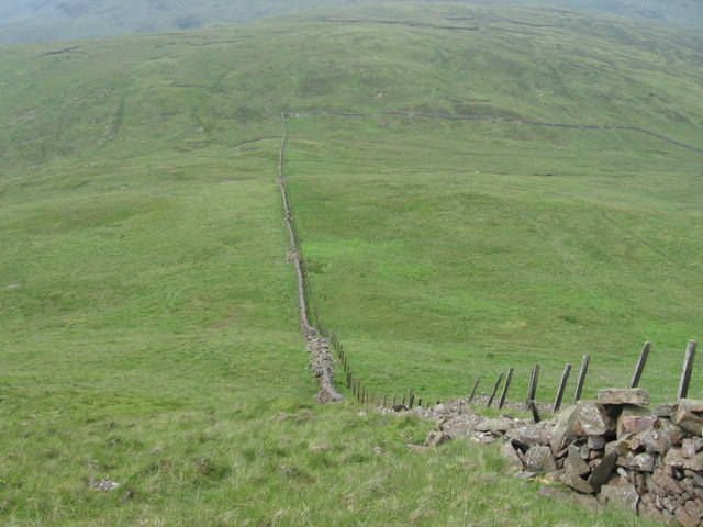 Looking down Earncraig Hill to Daer Hass