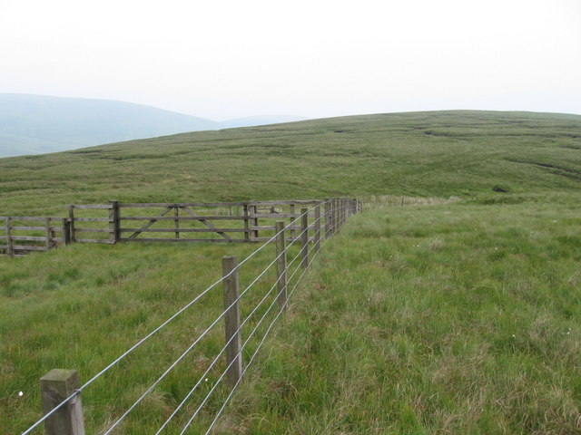 Fence junction below Lamb Hill