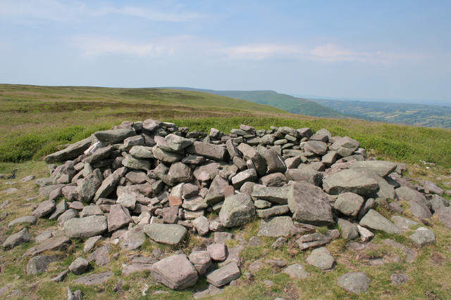 Pile of Stones, Hatterall Ridge © Mark Anderson cc-by-sa/2 ...