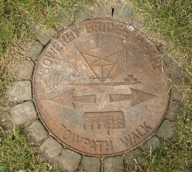 Waymark manhole cover, canal wharf, Sowerby Bridge
