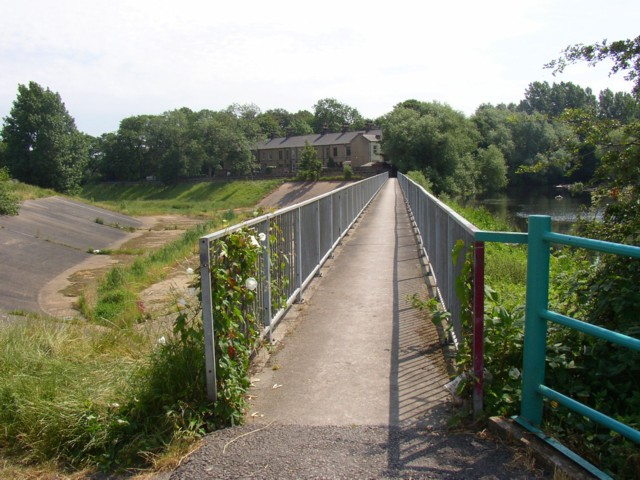 Footbridge over the flood channel, Dewsbury