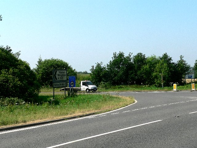 Crossing of the Skipwith to Cliffe Road and the A163