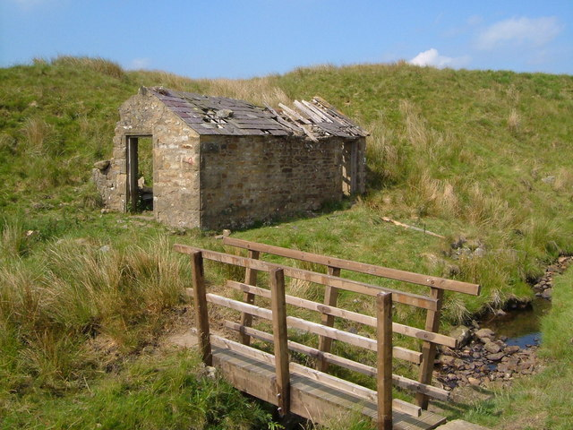 Derelict barn on High Side