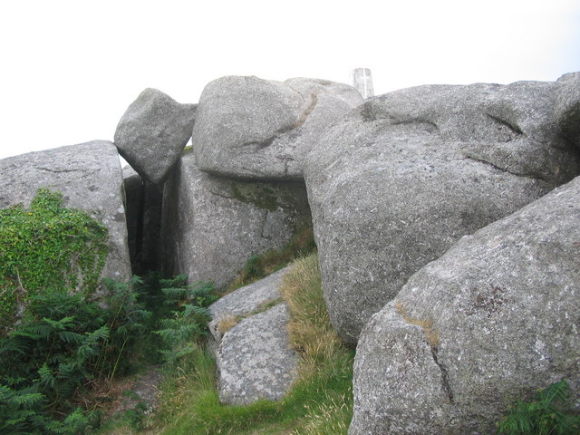 Wedged boulder on Helman Tor