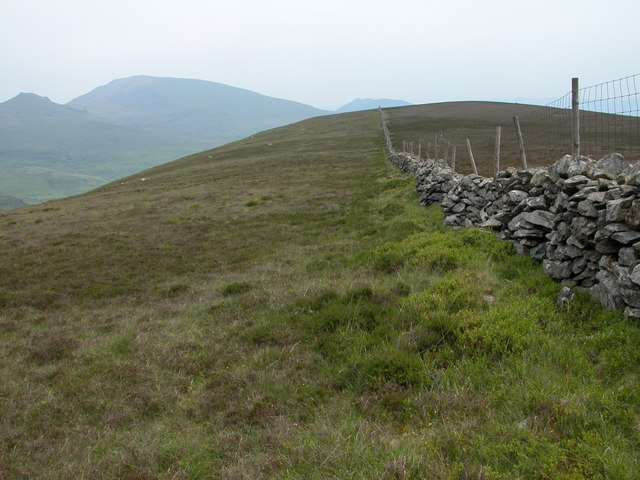 Dry stone wall above Cwm Ciprwth