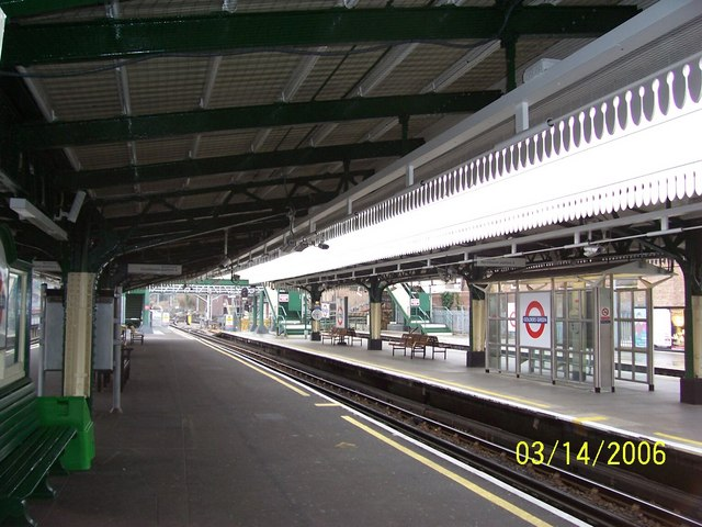 Golders Green Station Platform 4