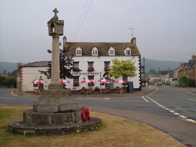 Kings' Stanley: War Memorial and King's Head