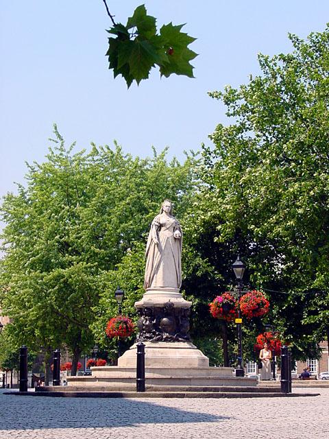 Queen Victoria, College Green