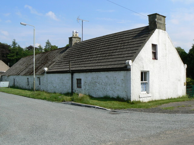 Cottages in Duncrievie