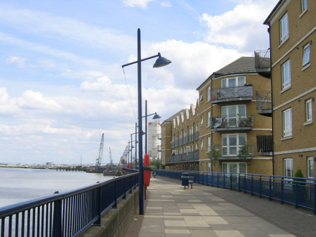 riverside apartments, Erith