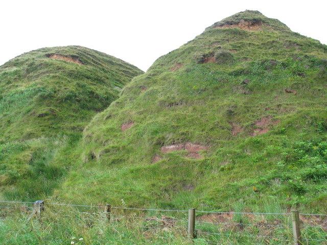 Mounds by the A83 near Bellochantuy.