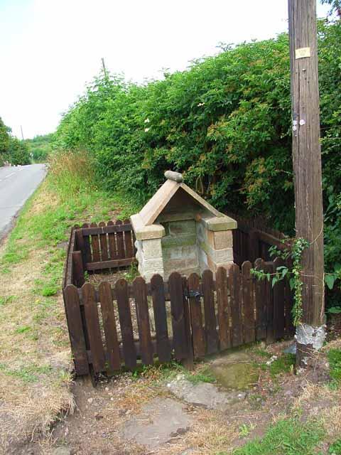 Old village pump at Tattenhill