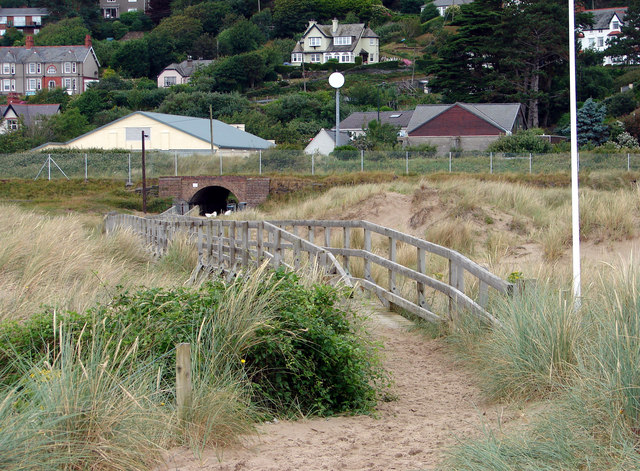 Boardwalk access to and from Aberdovey Beach