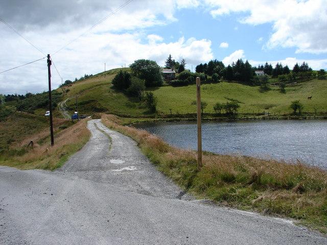 Track Beside Llyn-Yr-Oerfa, Ystumtuen