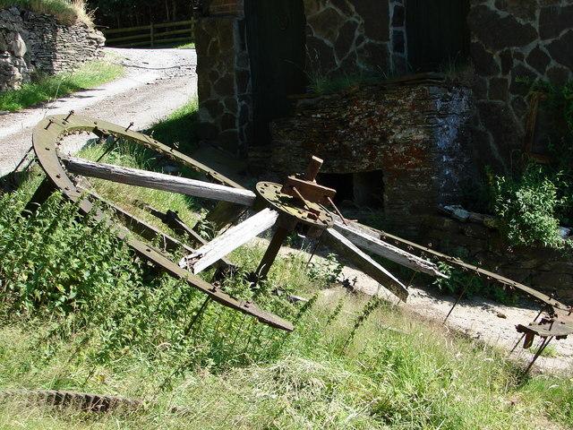Derelict waterwheel, Bwa-drain farm