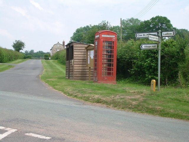 Telephone box near Downton Hall