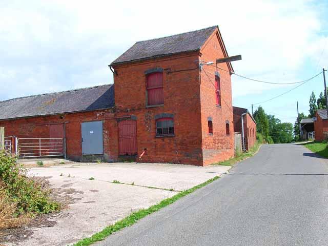 Old granary at Holmlea Farm, Doveridge