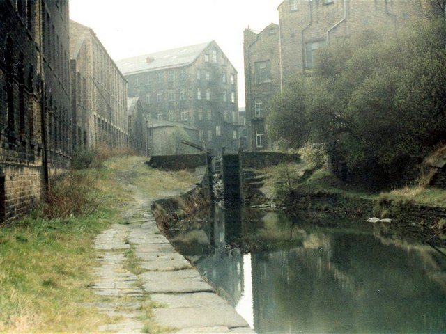 Derelict Lock 2E, Huddersfield Narrow Canal