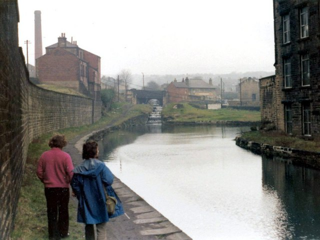 Huddersfield Narrow Canal, Milnsbridge
