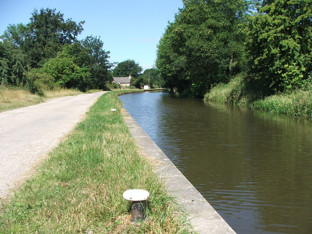 Leeds and Liverpool Canal at Riddlesden.