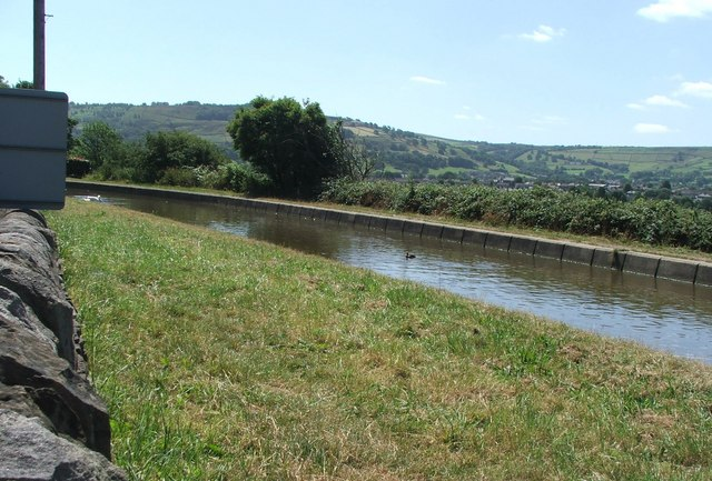 Leeds and Liverpool Canal at Kildwick.