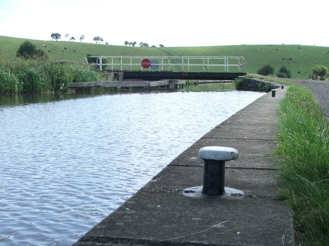 Leeds and Liverpool Canal at Thorlby.