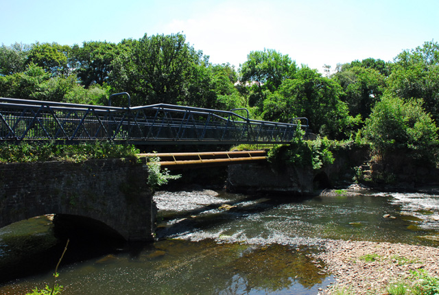 Footbridge over the River Neath at Ynysbwllog