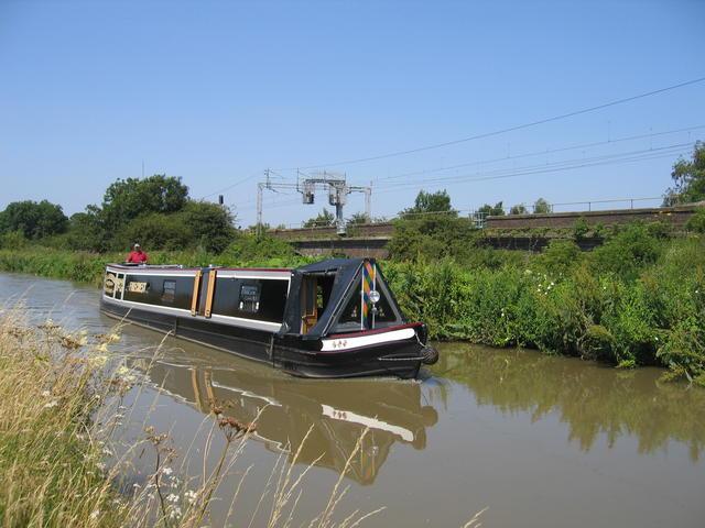 Narrowboat on Hopswood Aqueduct