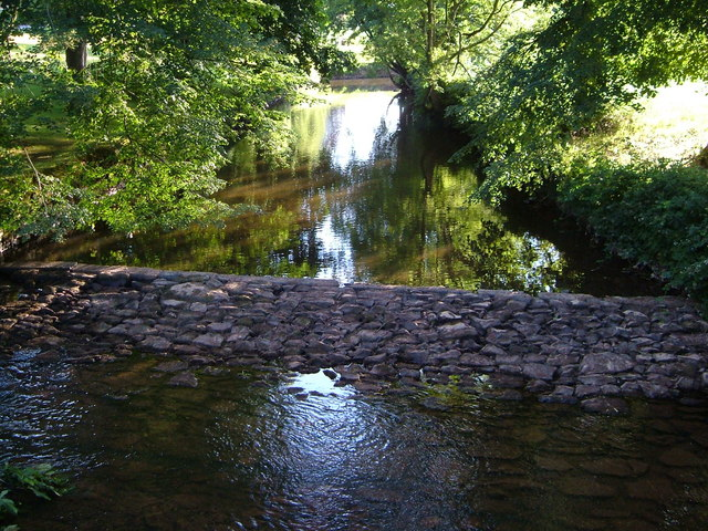 Weir on River Yeo at Fordton
