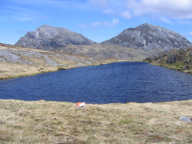 Un-named lochan framed by the Paps