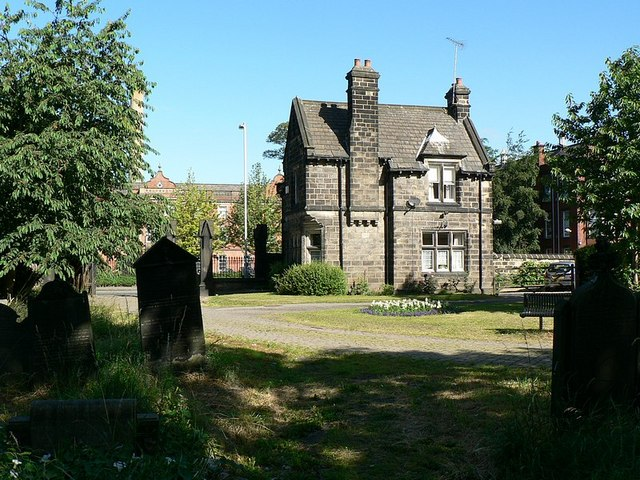 Lodge, north gate of Beckett Street Cemetery, Leeds