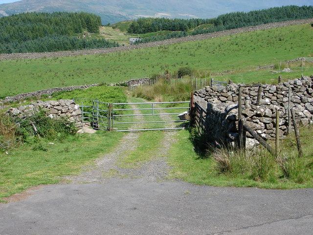 Entrance to Cyfannedd-fawr Farm
