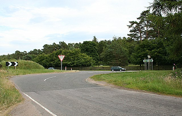 The B9092 and A96 junction for Ardersier
