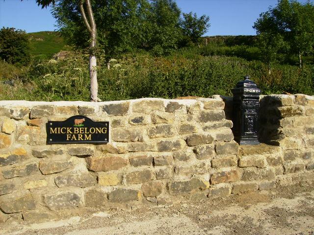 Unusual house name and mailbox at Urra hamlet