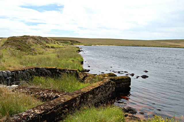 Mill lade sluice, Loch a Mhuilinn