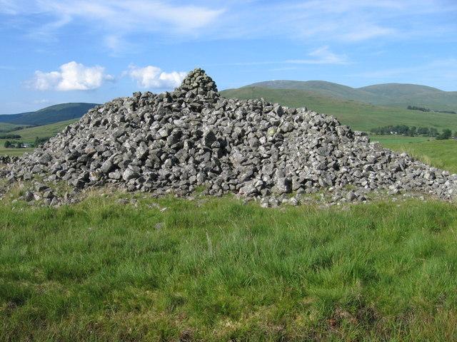 Cairn Avel Neolithic long cairn