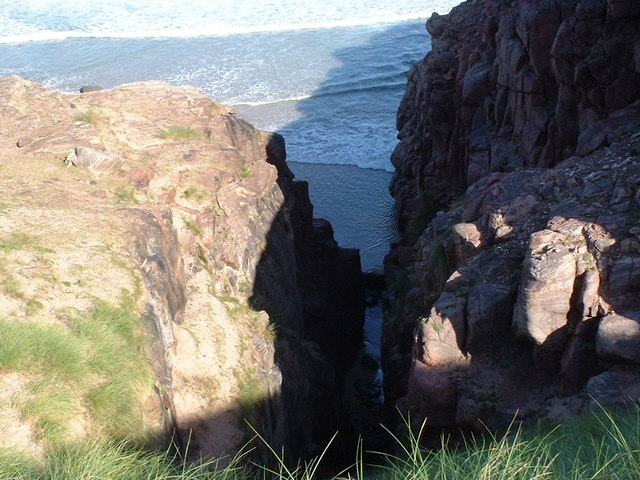 Gully in cliffs at north of Sandwood Bay