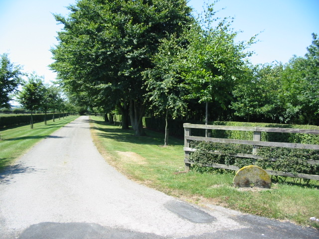 Driveway to Low North Holme