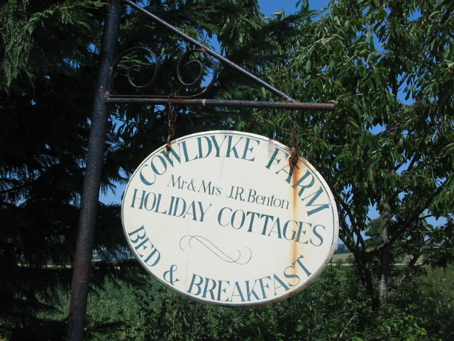 Sign offering accommodation at Cowldyke Farm