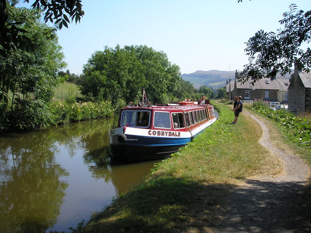 Leeds and Liverpool Canal west of Skipton
