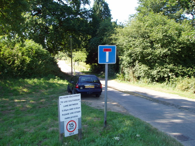 Road to Southdean Farm / junction with A272
