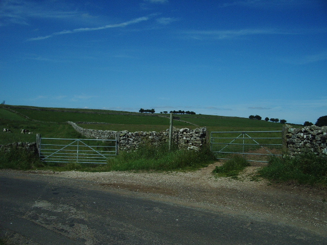 Footpath to Threaplands